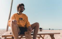 Zowie Zep oranje trui strand Scheveningen